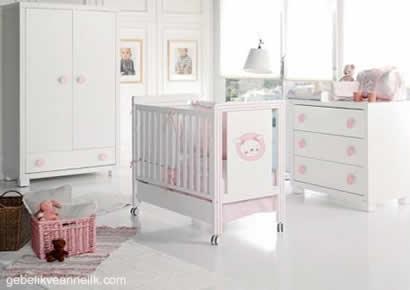beyaz pembe bebek odası dekorasyonu