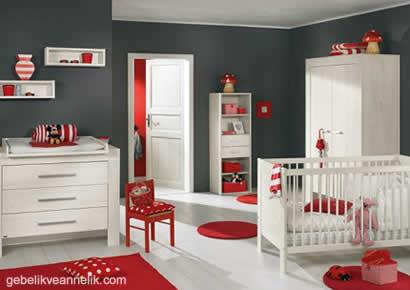 kırmızı beyaz bebek odası dekorasyonu