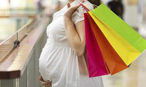 Hamile kadin alışveriş