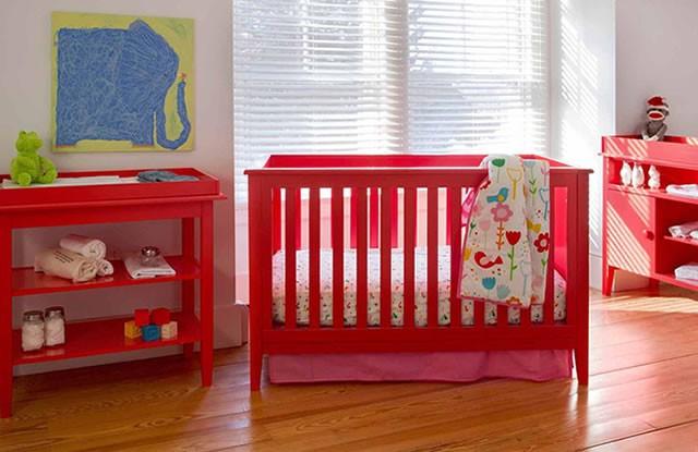 Kırmızı Renkli Bebek Odası