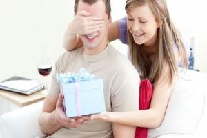 Hamile Olduğunuzu Eşinize Söylemenin 3  Yolu